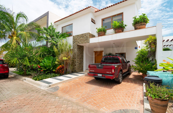 Beautiful Two Level House For Sale Located At Virreyes