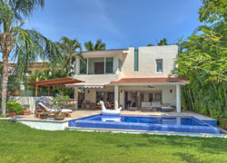 Casa Iguanas 242 at El Tigre country club | Private pool and golf view