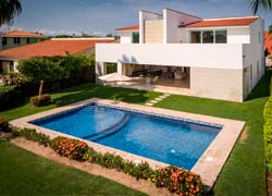 Casa Isla Tortugas 173, El Tigre: designed to take advantage of the natural light. 3 beds, pool and golf view