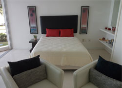 Studio apartment with beachfront location at Acqua Flamingos Condominiums