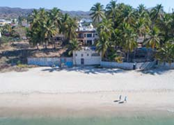 Casa Palmquist right on the beach front of Bucerias with direct access to the beach from its terrace